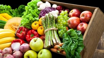 14388119vegetables-and-fruits-farmers-market