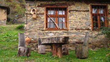 7532409leshten_traditional_house1