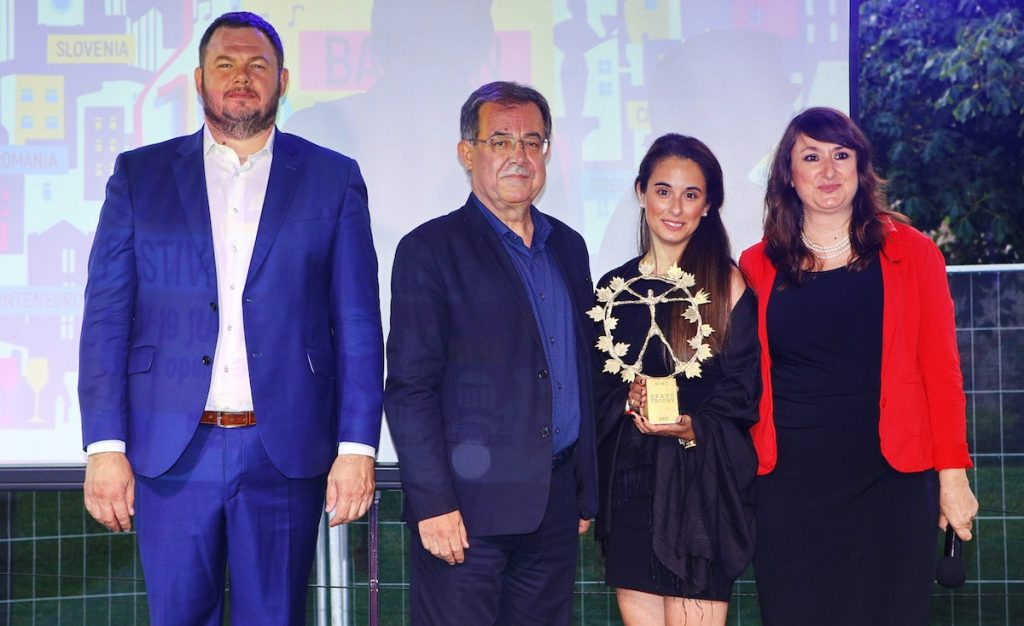 В края на церемонията директорът на BIWCF Галина Нифору обяви следващата страна домакин на конкурса