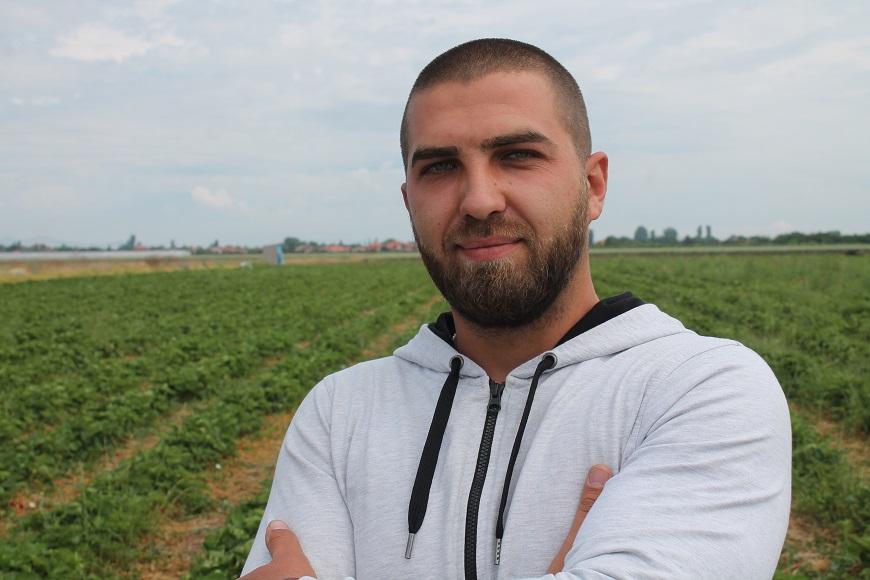 Иван Чубрин - младият фермер - който според неговия консултант, ще се нареди до топ производителите на ягоди.