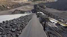 Conveyor belt for processing coal ore